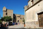 L'église et le fort Matra construit au 15e siècle  par les Gênois (musée Carcopino)