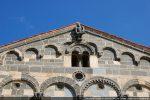 Fronton ouest: arcature et fenêtre géminée