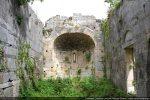 Intérieur vers l'abside; arc triomphal consolidé dans les années 83-84