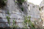 Joli parement du mur nord avec alternance de nuances et d'assises