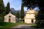 Eglise paroissiale Maria Assunta (1618, restaurée au 19e siècle) et chapelle Santa croce (15e siècle)
