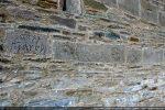 Bande de pierres décorées ornées de divers motifs (mur nord)