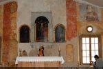 Triptyque en bois peint: au centre, le Christ en croix; sur les panneaux latéraux: la Vierge et l'ange Gabriel