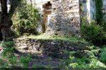 Porte sud et soubassement de la construction du 17e siècle