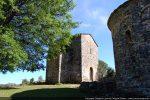 Baptistère et abside de l'église