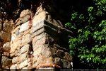 Réemploi d'une pierre décorée d'une moulure à bandeau plat (11e-12e siècle)