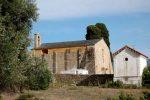 Chapelle vue du chemin d'accès