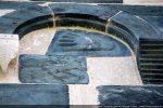 Main ouverte en léger relief (mur nord)
