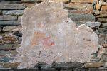 Il ne reste des fresques que les traits au poinçon qui permettent de reconnaitre un couteau tenu par un personnage auréolé (Saint Barthelemy) et un autre Saint