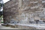 Mode de construction: petites pierres au chaînage irrégulier. Construction du 11e siècle ou reconstruction avec les matériaux anciens?