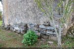 Mur est: soubassement de l'autel