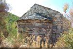 Découverte des ruines par l'angle nord-est