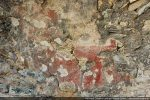 Restes de fresques sur la voûte: manteau rouge du Christ en majesté