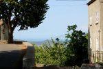 Village de Rapale, départ de la route vers le bas du village