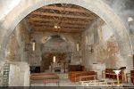Intérieur de l'église vers le chœur avec, de part et d'autre, l'accès à la rotonde ou Tomboli