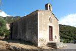 Vue de la route qui contourne la chapelle