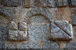 Modillons ornés de croix gravées