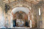 Au 18e siècle, l'abside semi-circulaire a été abattue et remplacée par un chœur rectangulaire agrandi