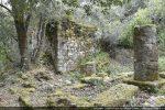 Colonne centrale et petite colonne sud soutenant la petite voûte qui devait recouvrir l'autel latéral