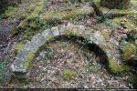 Claveaux d'un des petits voûtains qui devait recouvrir l'autel latéral disparu