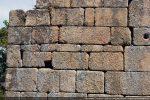 Appareillage composé de gros blocs avec alternance de pierres plus fines pour assurer l'horizontalité des assises