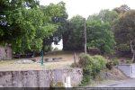 Vue vers la chapelle Santa Maria cachée par les arbres