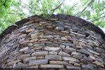 Construction de petites pierres taillées dans le sens du fil de la pierre, technique du 9e siècle