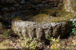 La cuve baptismale décorée de godrons devait se trouver sur une colonne ou une base