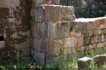 Angle nord-est: raccord avec l'abside; les angles sont faits de gros blocs