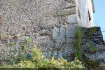 Angle nord-ouest avec quelques pierres de taille romane (?)