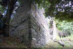 Angle sud-ouest; le mur sud est renforcé