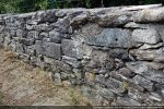 Les blocs de la chapelle ont servi systématiquement à la construction des murs délimitant le cimetière