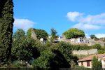 Les ruines de Saint Appien occupent la partie haute du cimetière