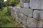 Côté sud (extérieur): grandes dalles de granit