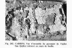 Vue aérienne de San Quilico: un pavement recouvrait la nef et un mur de chœur précédait l'abside (photo publiée par G. Moracchini-Mazel)