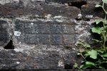 Gravure en quadrillage (mur nord extérieur)