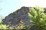 Vue du mur occidental émergeant de la végétation