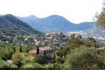 L'église Notre-Dame du Lazio et le village de Pigna dominant la vallée