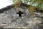 Croix ajourée du fronton ouest sans doute reconstruit, comme le fronton est