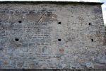 Mur nord portant les traces d'une réfection. Partie de droite plus tardive