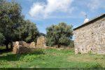 Ruines d'un ermitage dans la proximité immédiate de la chapelle ayant dépendu du monastère de la Gorgone