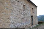 Côté sud: à gauche on voit nettement la différence d'appareillage des murs (partie orientale d'origine, partie occidentale agrandissement)