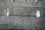 Intérieur du mur nord (toit surélevé); rangée de petites pierres disposées en oblique