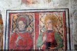 Détail des deux Saints: Pantaléon tient en main un instrument chirurgical (il était médecin) et Catherine un livre et la palme du martyre
