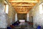 Nef très longue par rapport à sa largeur (vue vers l'abside)