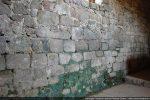 Intérieur du mur sud: dans le bas, blocs des 10e-11e siècles (datation de Moracchini)