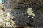 Il y avait une fenêtre absidiale au centre du trou et plusieurs niches