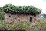 Mur sud percé d'une porte et d'une fenêtre meurtrière