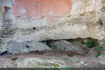 L'abside est construite sur la roche affleurant à certains endroits