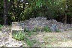 Angle nord-ouest: le mur nord est composé de petites pierres roses (10e siècle pour G. Moracchini-Mazel)